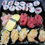 本玉小島 - 恵フードのねぎとろ軍艦、細巻とともに寿司盛り合わせにしました。