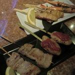 美羽 - 串焼き(トントロ、ツクネ(完熟トマト)、エビ、金目鯛)