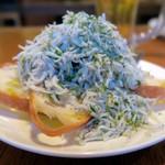 魚介酒場 北町商店 産直牡蠣と鮮魚のカルパッチョ - 釜揚げしらすのブルスケッタ¥680