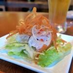 魚介酒場 北町商店 産直牡蠣と鮮魚のカルパッチョ - スモークチキンのイタリアンサラダ
