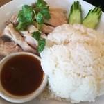アジアンカフェ ダオタイランド - カオマンガイではなくタイ風チキンライス