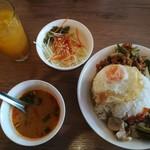 アジアンカフェ ダオタイランド - ガパオ&グリーンカレーのランチセット