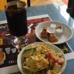 インド居酒屋 Koila - Aセットのサラダとアイスコーヒー