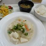 JICA関西 - 料理写真:白身魚と豆腐の豆乳煮込みの定食