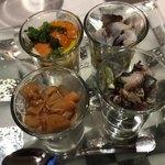 セレスティ - 雲丹の下にトウモロコシの冷製スープ、鳥貝の下に焼き茄子、なめ茸の下に鱧、鮑の下にオクラの前菜