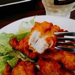 グリルママ - フリットみたいな薄い衣に包まれた鶏肉はジューシーな仕上がり。