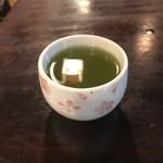 二八そば砂場 - 熱い緑茶。 美味し。