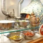 ピッツァ メルカート - カウンター越しの厨房
