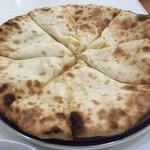 マナカマナ - チーズナンのアップ