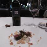 ゾーナ イタリア イン チェントロ - 赤ボトルと肉料理