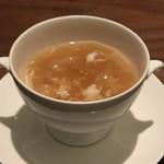 87746119 - フカヒレ、蟹肉、キヌガサダケ入り上湯とろみスープ 卵豆腐とともに
