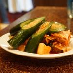 肉の米内 - キムチの盛合せ