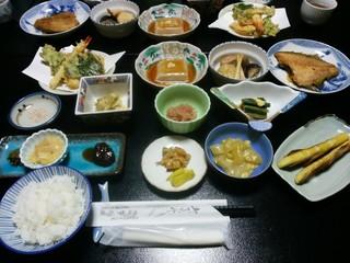 多聞館 - 夕食の料理の数々