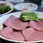焼肉・冷麺 二郎 - 山形牛メス マルシンやきすき