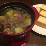 ルヴァン - 豚ほほ肉とジャガイモのアヒージョ