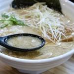 麺処 大安商店 - 豚骨が軽い醤油スープ