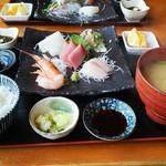 まるひの貝汁ひろそう - 料理写真:注文した「お刺身定食」