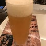 87763682 - まずはビールです