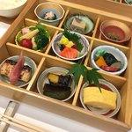 宝善亭 - 旬小箱 季節の九種の小鉢