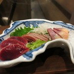 87773027 - お魚の形のお皿に湯引きの鶏のお造りー!!3人前に分けていただきました^^