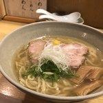 山崎麺二郎 - 一番人気の塩ラーメン。複雑な味美味しい。完食