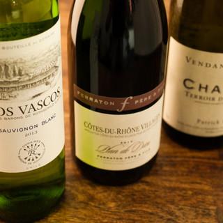 産地やジャンルを問わずに取り揃えた200本越えのワインリスト