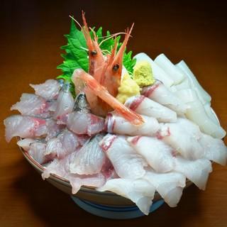 新鮮な魚が食べられる食堂
