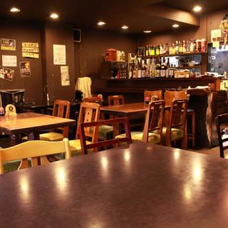 広い店内にゆったり座れるテーブル席◇これぞ下町の居酒屋!