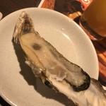 どさんこキッチン ゴリラ - 生牡蠣。サイズは小さめ。
