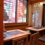 たこやき座 - 2階のテーブル席でごゆっくりお食事を楽しんでいただけます