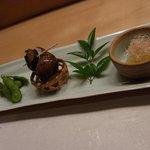 鮨菜旬炉料理 笑和 - 付け出し/枝豆、黒バイガイ、数の子