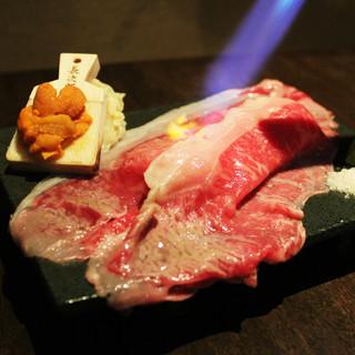【季節限定メニュー】霜降り和牛と雲丹の炙り肉寿司