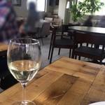87806630 - ランチ フリードリンク 二杯目の白ワイン