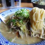 西谷家 - ワイルド臭満載の濃厚豚骨スープ。