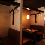 手作り料理 大井町の名物家 - 4名様までご利用できるボックス席。