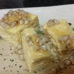 87815804 - 出汁巻き玉子の蕎麦の実あんかけ。