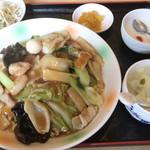 上海飯店 - 五目餡かけ焼きそば\880
