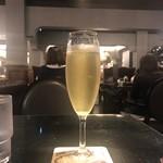 梟書茶房 - スパークリングワイン(税込み540円)