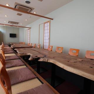 最大40名様まで収容可能の掘りごたつ式の和室あります。