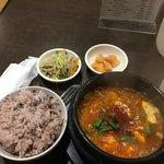 韓国田舎家庭料理 東光 - キムチチゲ900円。 注文前に肉が入ってるか確認したにもかかわらず、微塵も入っていなかったという悲しい出来事があったのですみません。 肉嫌いの酸っぱいキムチがお好きな方は是非。