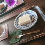 87823549 - 豆乳チャイ¥550+レアチーズケーキ¥320