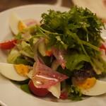 SCHMATZ - パクチーとセロリのマリネ風サラダ