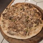 87825017 - トリュフときのこのピザ