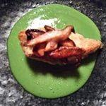玄 - 椎茸・鯛の甘皮蕎麦粉焼き・えんどう豆の擦り流し