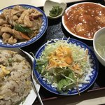 中国料理 絹路 - 料理写真:セットの③ 鶏肉のオイスターソース炒め エビチリソース、チャーハン、スープ、サラダ、漬物