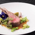 ラ・ロシェル - 仔羊の繊細な風味を味わえる『仔羊背肉のロースト タイムの香るソース』