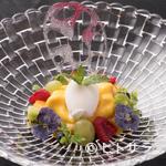 ラ・ロシェル - 上品な甘さでコースの終演を彩る『マンゴーとヨーグルトのソルベ ペタセタキャンディー』