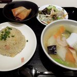 87832901 - 暖中 「ハーフ五目炒飯とハーフ海鮮湯麺のセット」