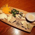 個室居酒屋とチーズタッカルビ ボボボBONE - チーズ盛り合わせ