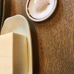 87833231 - お豆腐も注文できる。対馬の塩は粒が細かい。